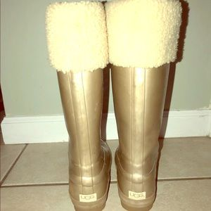 Ugg rain boots good condition few scratches